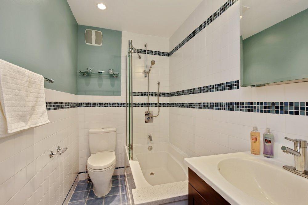 07_11138thAvenue_1R_8_Bathroom_HiRes.jpg
