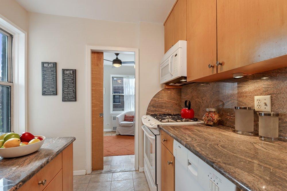 3_135WillowStreet_706_5_Kitchen_HiRes.jpg