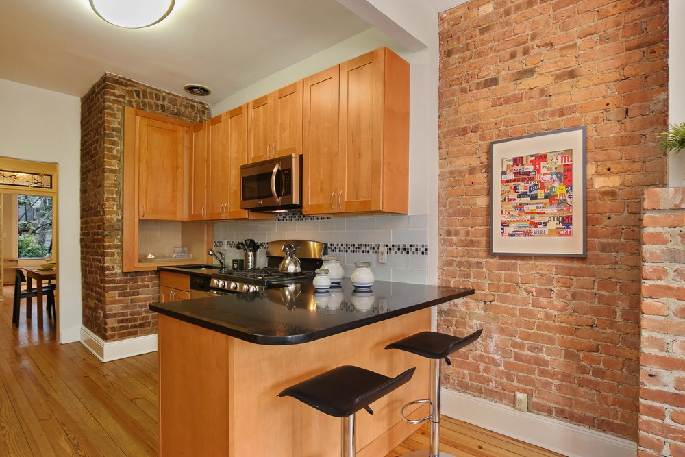 02_11138thAvenue_1R_177_Kitchen_HiRes.jpg