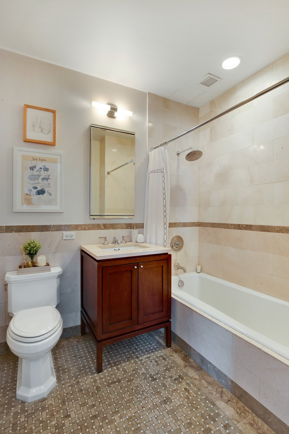 09_1HansonPl_Unit10B_8_Bathroom_HiRes.jpg