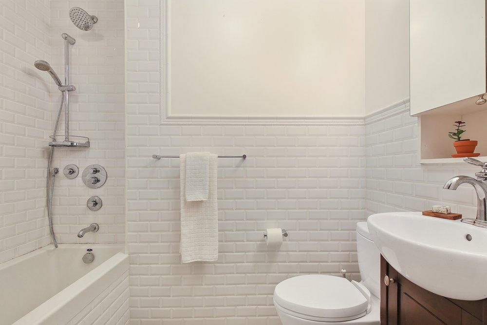 06_217LafayetteAvenue_4_8_Bathroom_HiRes.jpg
