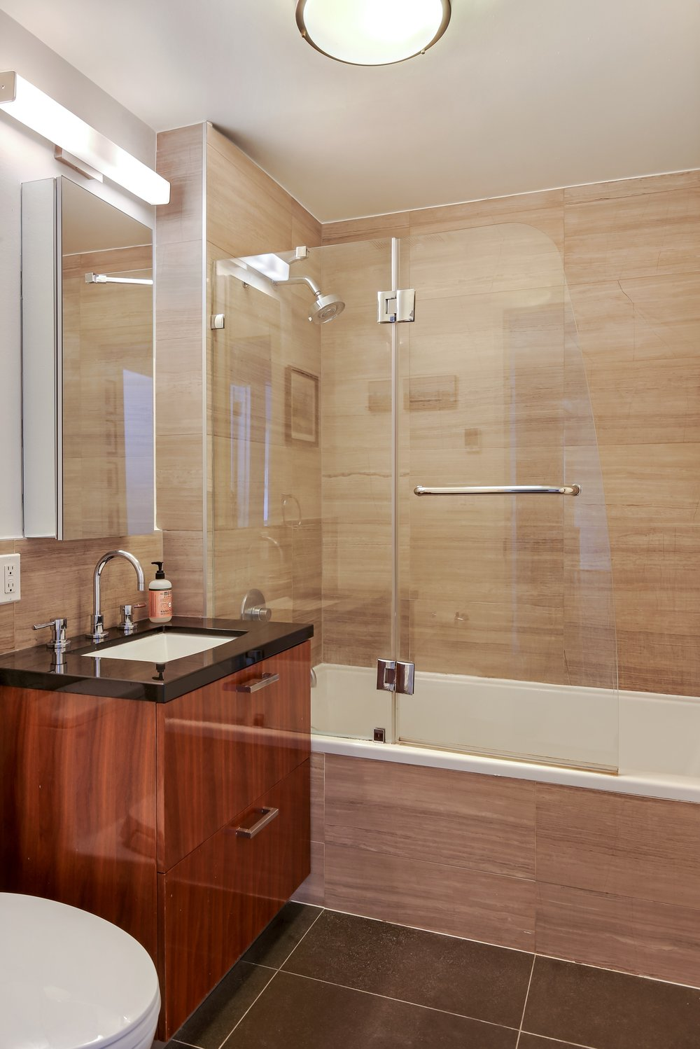 6_560CarrollStreet_2C_8_Bathroom_HiRes.jpg