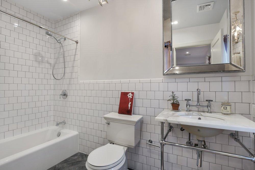 12_188VanBurenStreet_null_8_Bathroom_HiRes.jpg