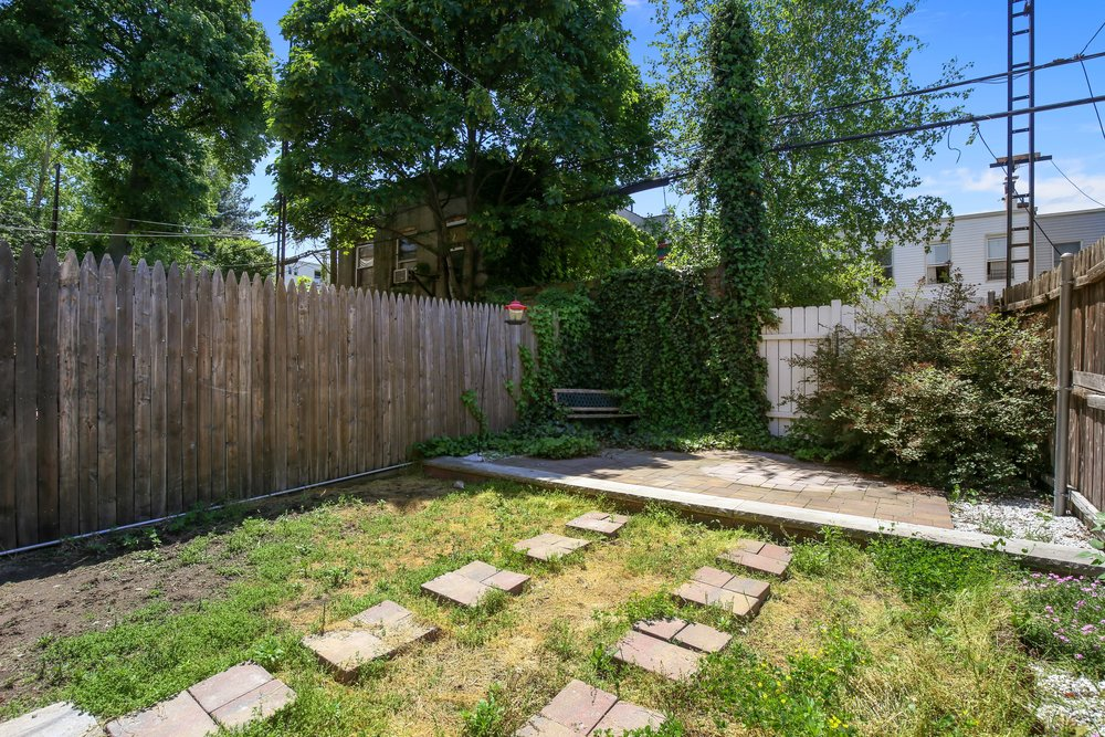 13_28418thStreet_null_26_BackYard_HiRes.jpg
