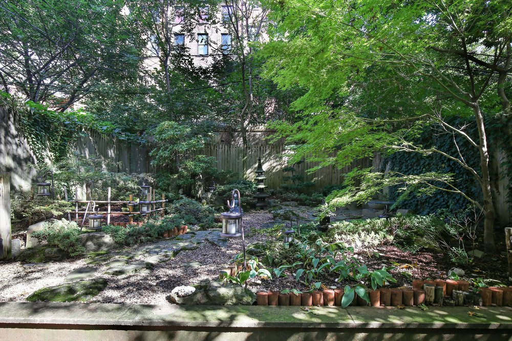 12_35SouthElliottPlace_A_26_BackYard_HiRes.jpg