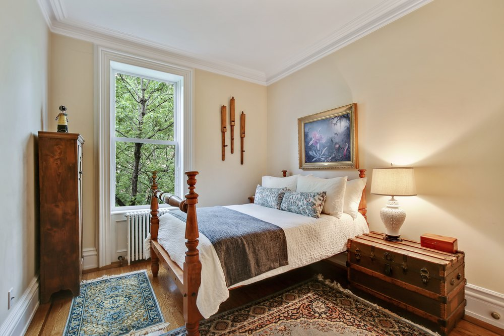 6_4SouthPortlandAvenue_5_14_MasterBedroom_HiRes.jpg