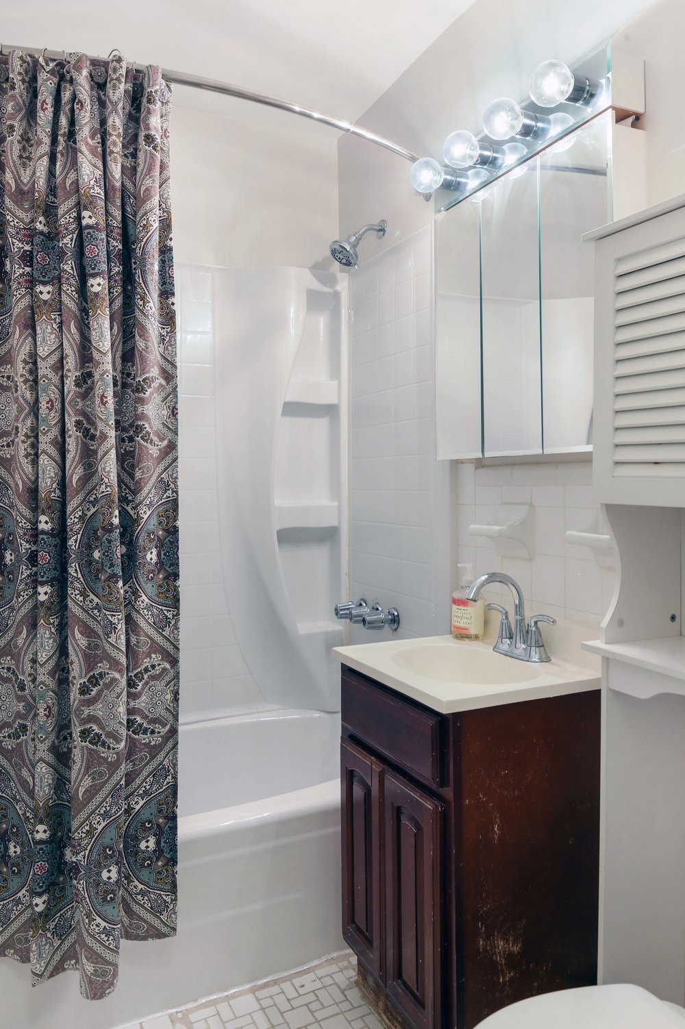 7_599East7thStreet_1D_8_Bathroom_HiRes.jpg
