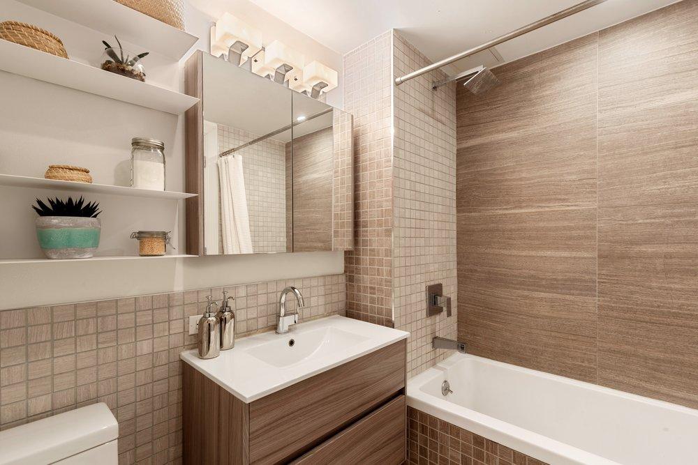 4_954BergenStreet_4D_8_Bathroom_HiRes.jpg