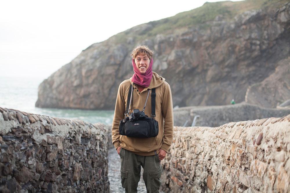 Ryan Burch (surfista) durante su viaje a Euskadi para la grabación de  Homeland