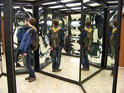 250px-Větruše,_zrcadlové_bludiště