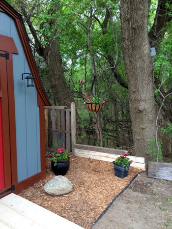 One Room Challenge: Week 6 Shed Makeover | The Final Reveal landscaping flowers mulch