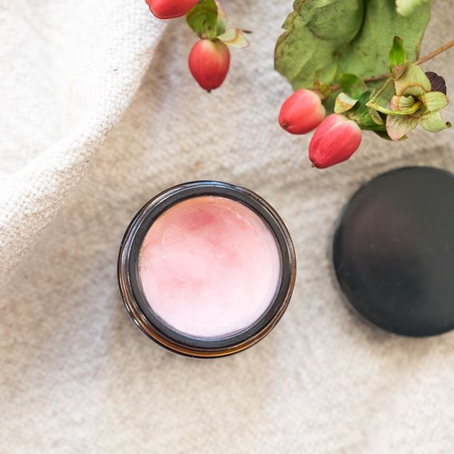 Homemade Tinted Lip Balm 💕 I've recently found myself experimenting more in the kitchen… with my skincare! 🥣 For this rosy tinted lip balm, I simply melted equal parts organic coconut oil, beeswax and shea butter (use less beeswax for a softer balm, more for a harder balm) in a double boiler on the stove. Once melted, I added in about twelve drops of vanilla essential oil 💧and the tiniest bit of my favorite cream blush from @kjaerweis. Mix thoroughly and pour into a glass jar to cool. 💋 I love pairing this with my favorite lipstick, Royal, from @kosascosmetics during the day or applying it by itself at night, ensuring I wake up with moisturized, soft lips!