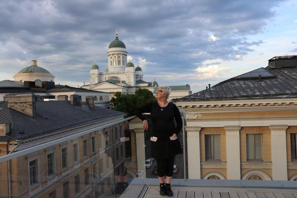 Natasha Varis Helsingin kattojen yllä (1.6.2018).