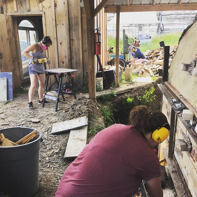 Everyday at the kiln is a fun day, even the days when we grind, split, and stack all the things 💪 . . . #ceramics #pottery #woodfiredpottery #teamwork #lovetogrind