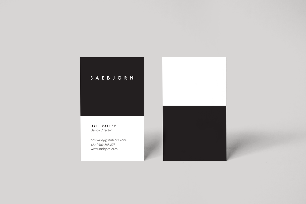 Realistic-business-card-mockup.png