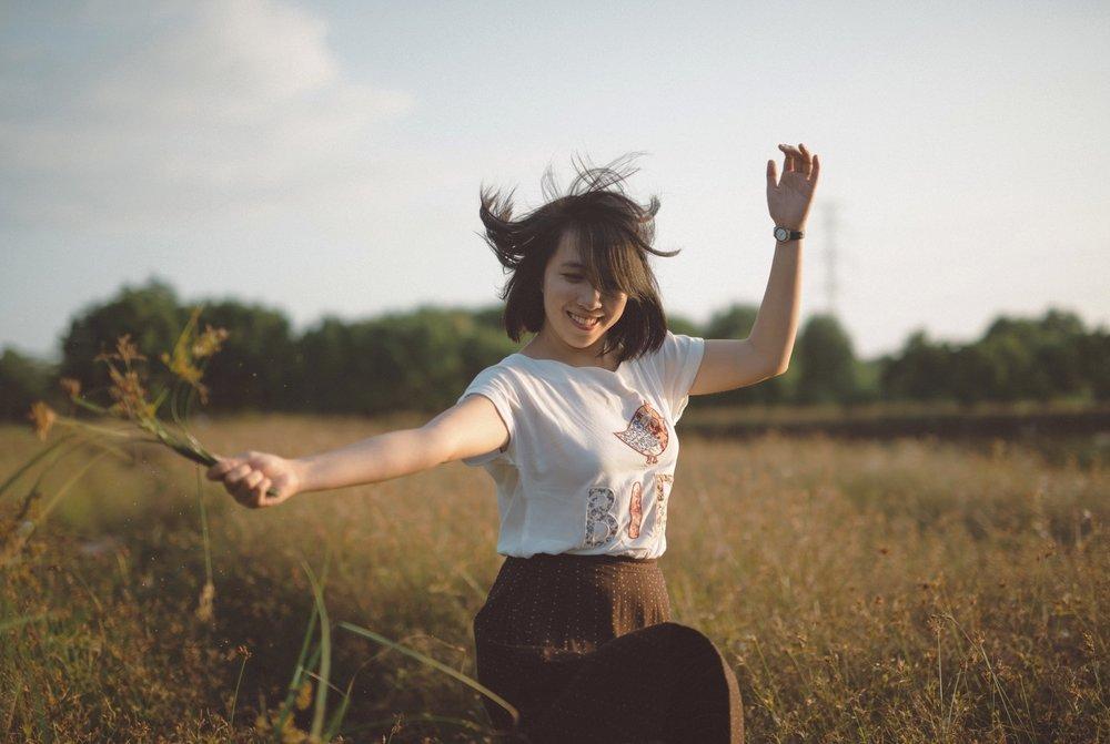 - Ich persönlich möchte mein Leben positiv gestalten. Ich möchte mich ausgeglichen fühlen und Schöpferin meines Lebens sein. Natürlich tappe auch ich hin und wieder in die Jammerfalle... Es ist aber cool, dass ich mit einigen Tricks die Notbremse ziehen kann.