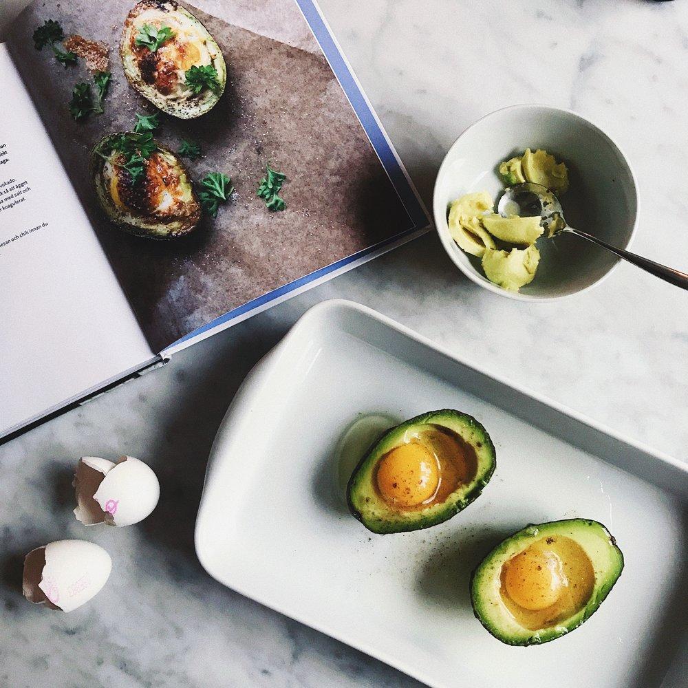 recept en god morgon ägg i avokado