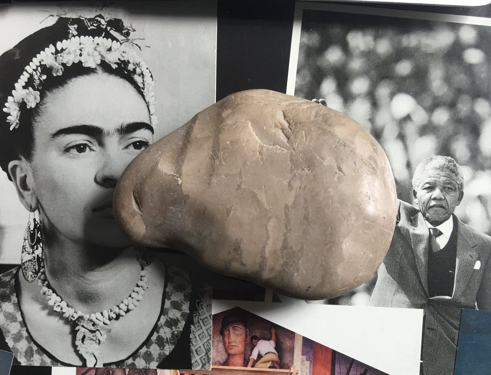 la famosa piedra que ahora la tengo en mi escritorio para que siempre me recuerde de la lección que me enseñó Chris (me regaló la piedra al final de nuestra unidad de escritura) / the famous rock that now sits on my desk so that it always reminds me of the lesson Chris taught me (he gave me the rock at the end of our writing unit)