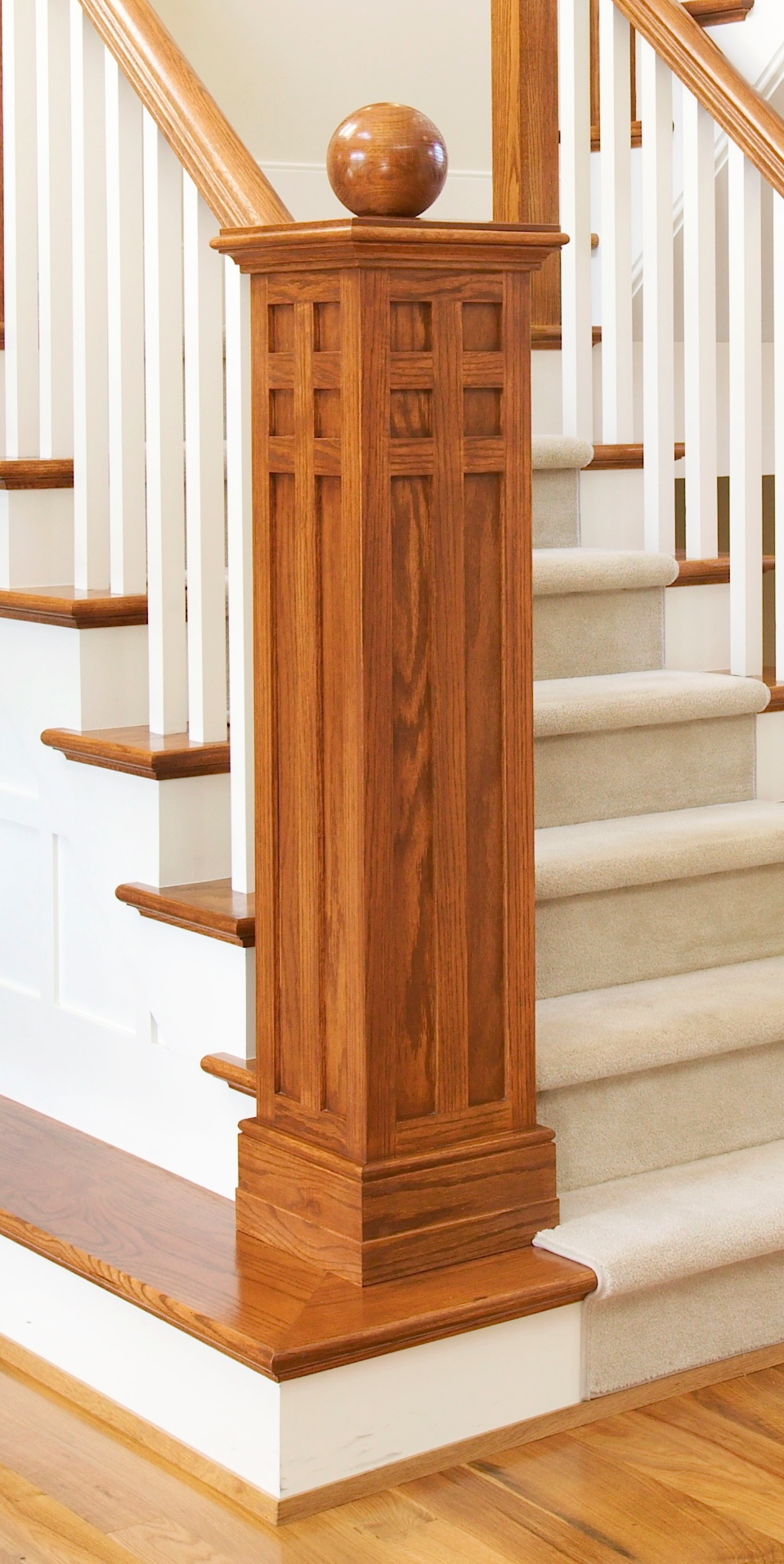 Newel Detail 714T3751.jpg