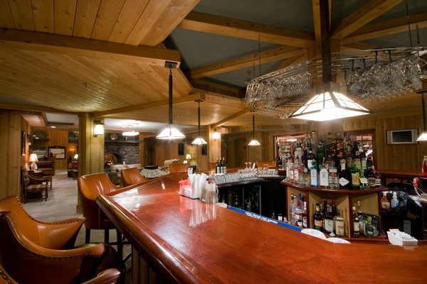 Golf House Bar 2.jpg