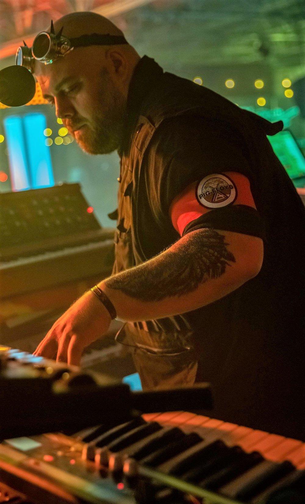 "David ""Bear"" Delli Paoli: Synthesizer, keys, vocals"