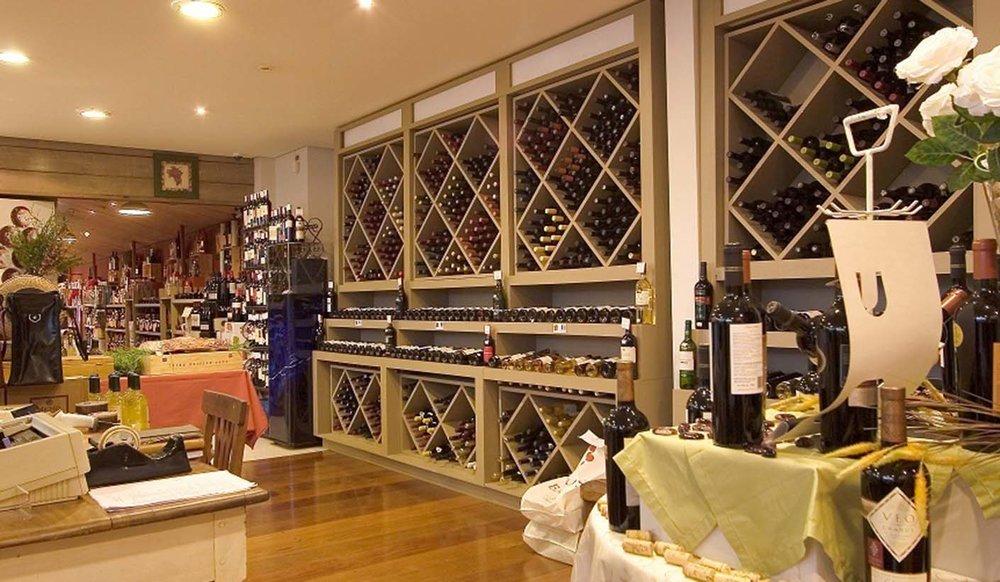 JulianaFabrizzi_baccos-vinhos-salao1.jpg