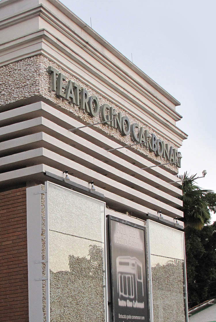JulianaFabrizzi_teatro-fachada1.jpg