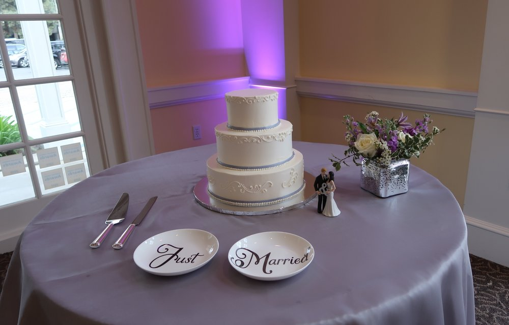 Up-lighting and cake