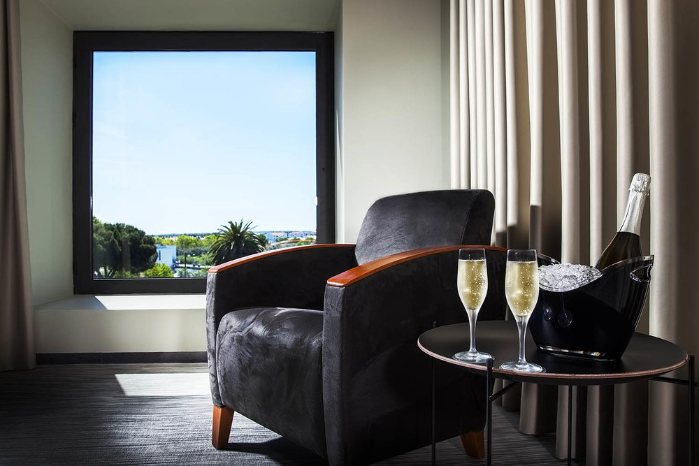 Room with Champagne at Vitoria Stone Hotel