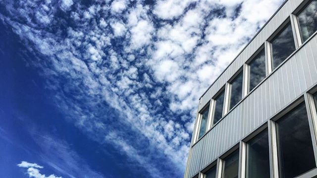 Blue skies above the office today! #xenos #Xenospacemtl #coworking #coworkingmtl #coworkingcanada #coworkingoffice #workspace #sharespace #mtl #montreal #freelancing #startupgrind #entrepreneur #Phosfilms #Montreal  #djiosmo #osmo #zenmusex3 #4k #apple #fcpx #adobe #lightroom