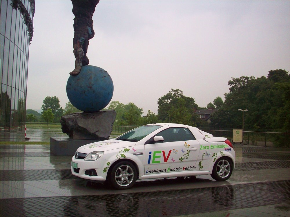 iEV OPEL TIGRA - AT BONN GERMANYDrive with IEV OPEL TIGRA from Brussels to Bonn with one single charge to joined the first Electric Vehicle Conference in Bonn Germany at June 2009.