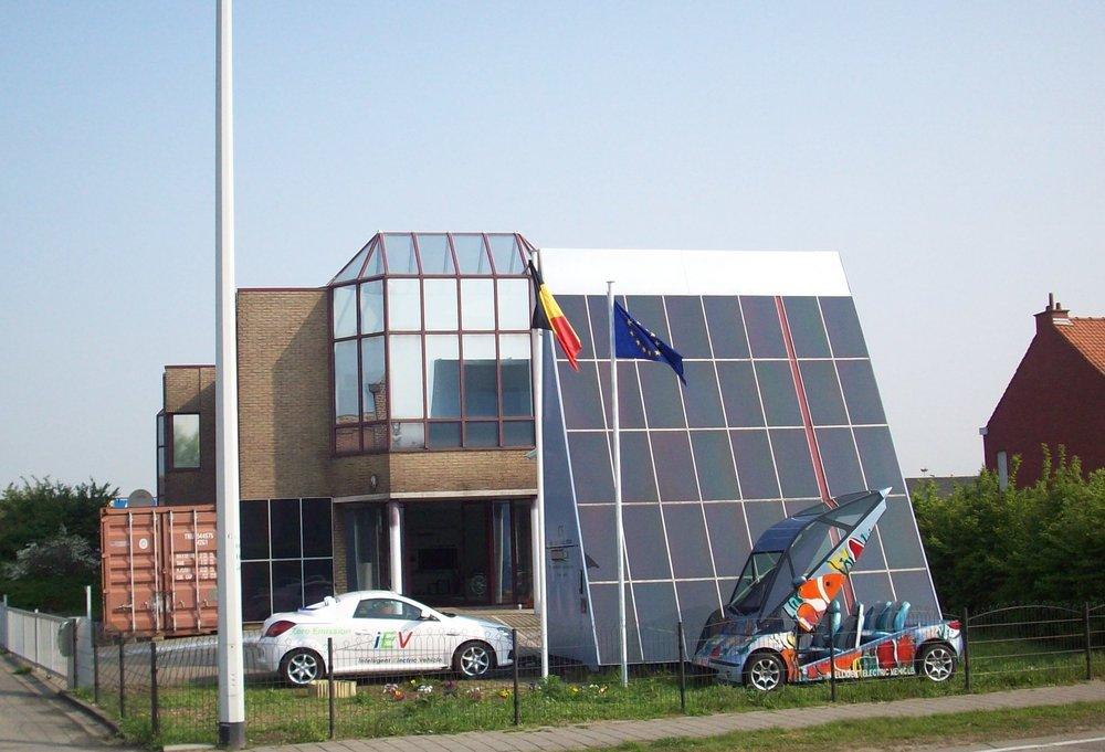INTELLIGENT CHARGE STATION - The first Intelligent Charge Station was established in Brussels-Belgium, in 2008-2009, as a part of the E4 program.