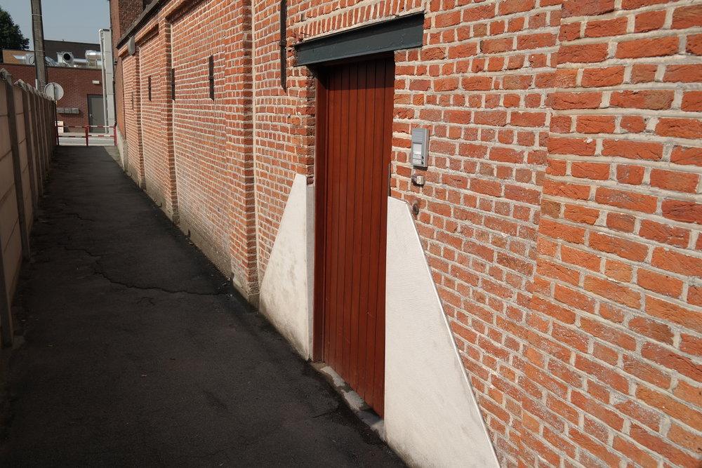 """""""het poortje aan de zijkant""""  gelieve de deurbel te gebruiken !"""