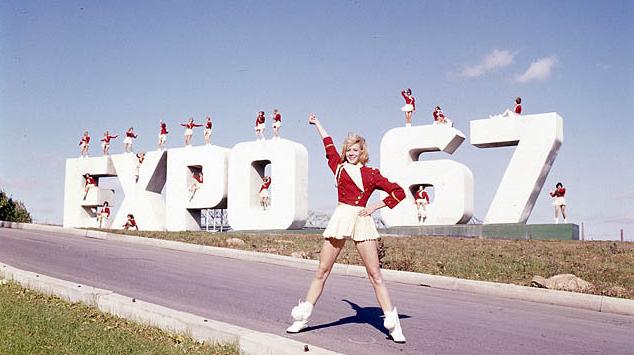 Les Canadiens se rendent en foule à l'Expo 67 àMontréal.