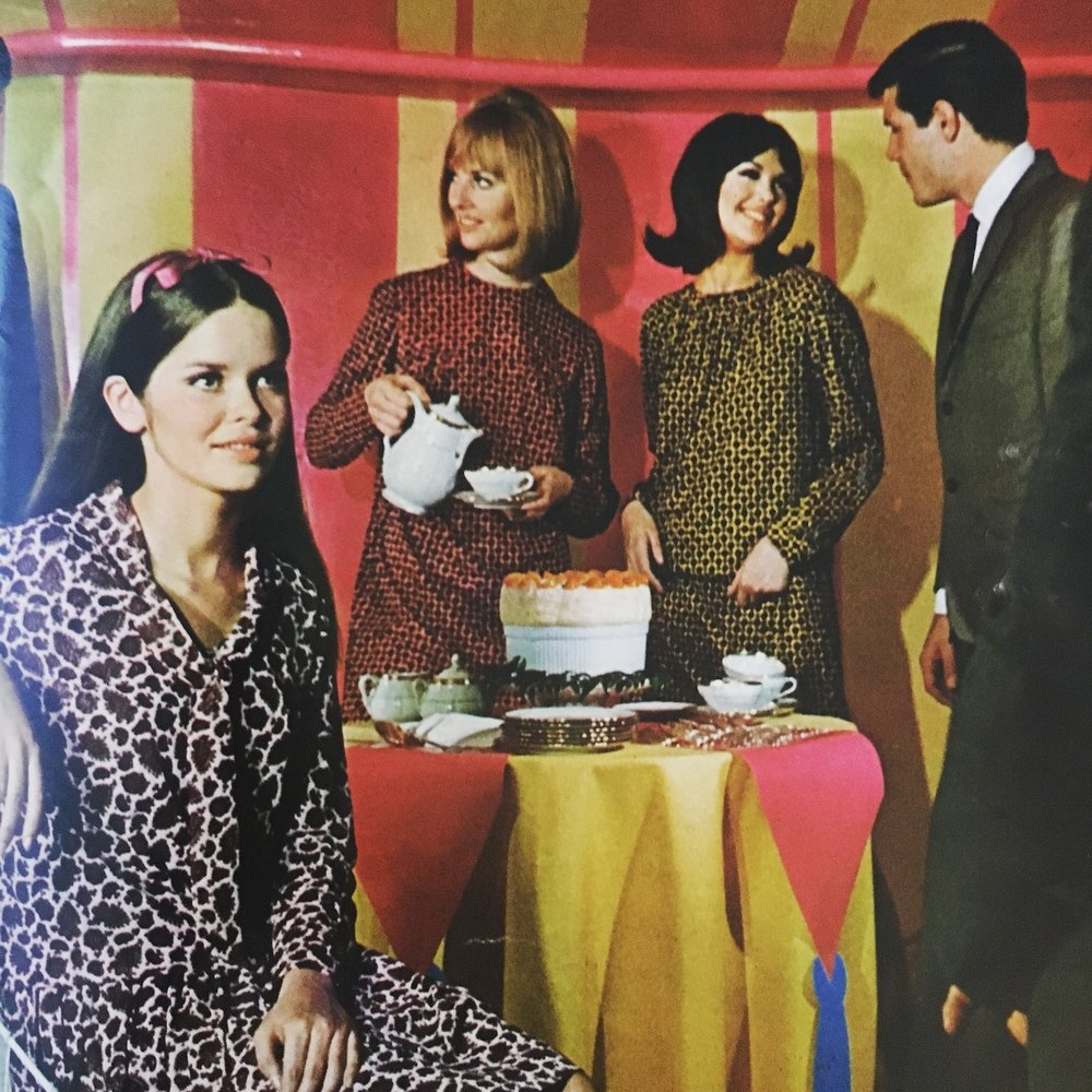 Les Petites Prints.  Seventeen Magazine. July 1965.  Looks like a fun shindig!
