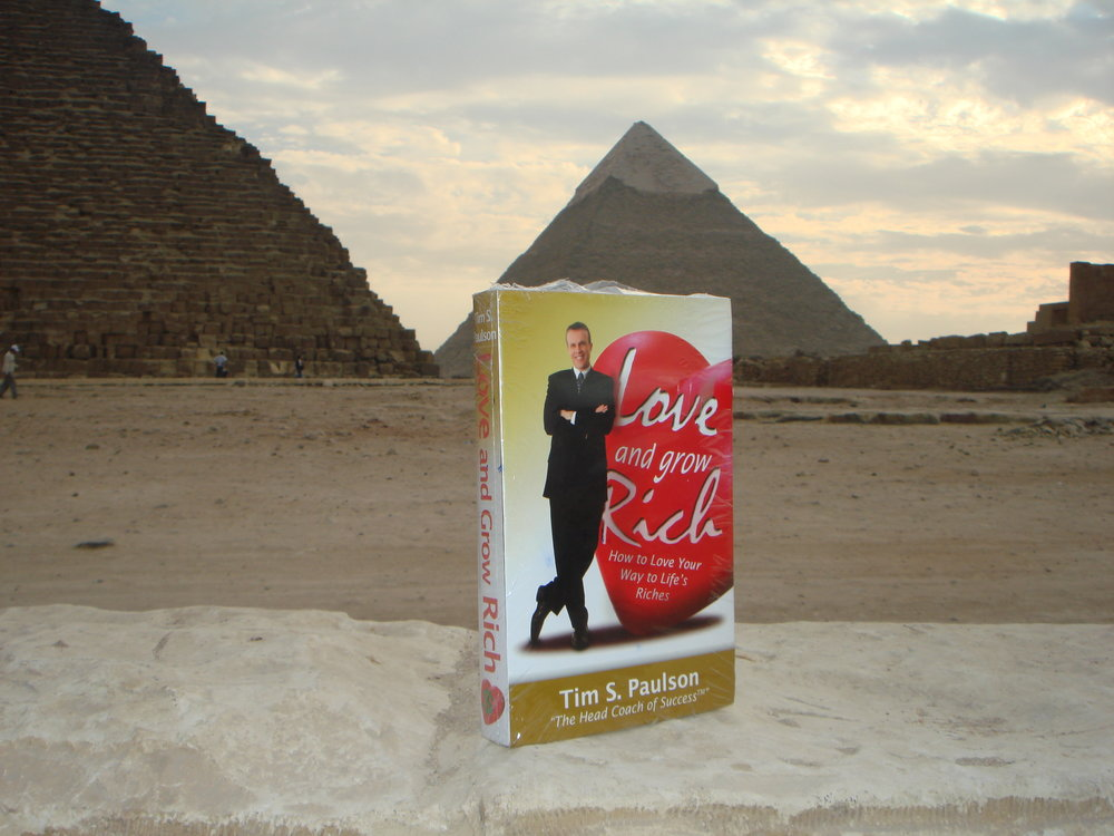 LGR in Egypt, at the Pyramids.JPG