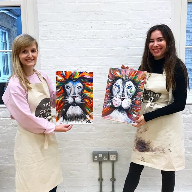 Our competition winners painted @sophieteaart Psychedelic Lion! We have news coming soon for another open session... keep an eye out 👀 . . . . #thestudiosession #paintclass #tooting #tootingbroadway #tootingmarket #earlsfield #wimbledon #wimbledonartstudios #artworkshop #stressrelief #creative #creativeminds #paintbrush #blankcanvas #christmasparty #london #thingstodoinlondon #workchristmasparty #corporateevents