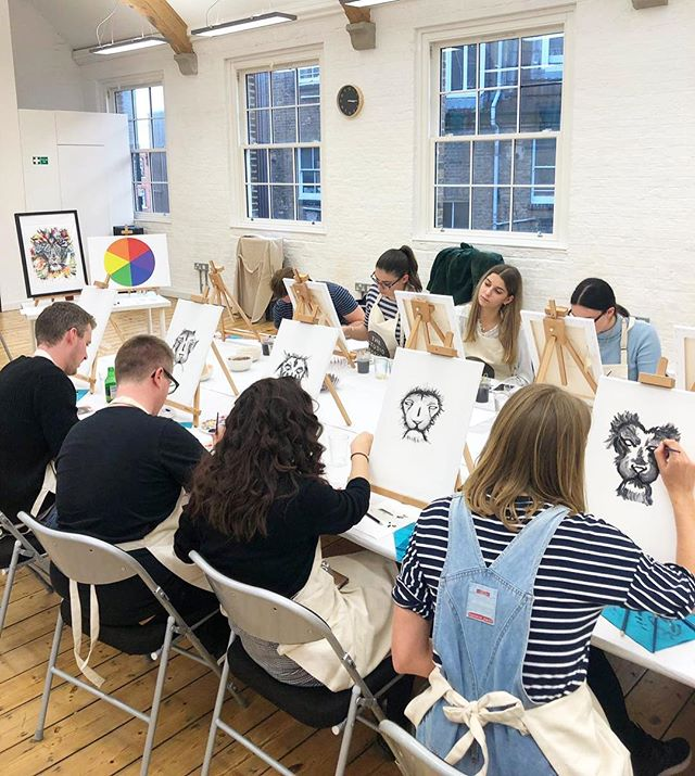 👩🏼‍🎨NEWS👩🏼‍🎨 We've got another session coming up on ✨FEBRUARY 2nd✨ 12-3PM! The session will be held at Sophie's art studio here in Wimbledon, bottomless prosecco included in your ticket price. Get in touch to book your place 🎨🦁 . . . . #thestudiosession #paintclass #tooting #tootingbroadway #tootingmarket #earlsfield #wimbledon #wimbledonartstudios #artworkshop #stressrelief #creative #creativeminds #paintbrush #blankcanvas #christmasparty #london #thingstodoinlondon #workchristmasparty #corporateevents