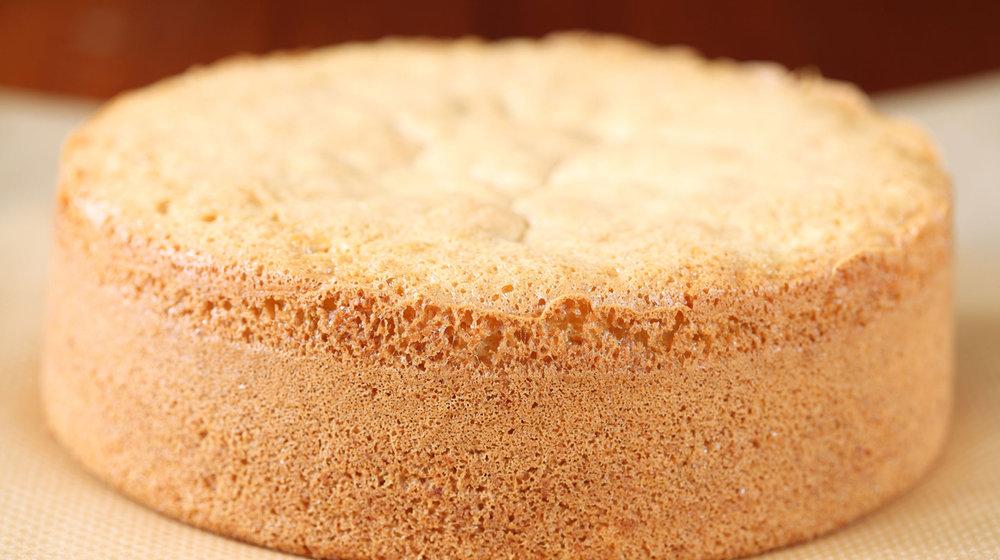 A classic afternoon tea sponge cake.