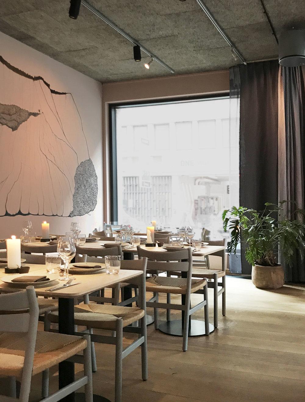 Restaurant Glød Copenhagen, danish design chairs and interior
