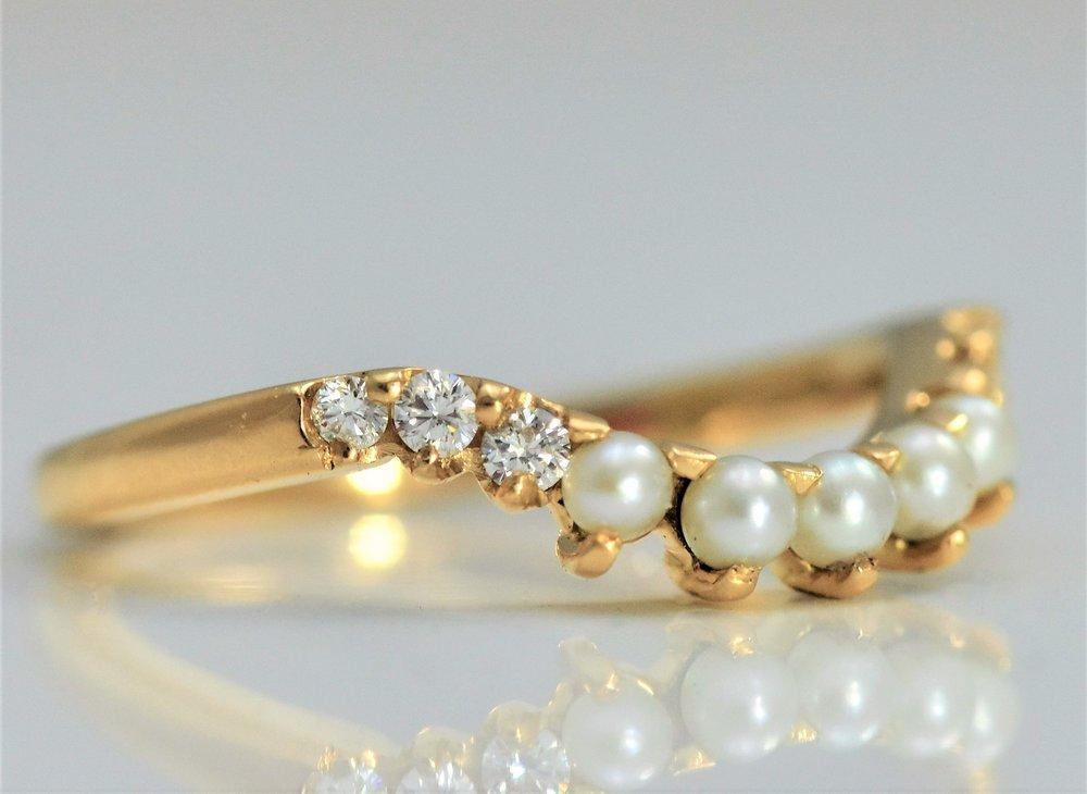 Pearl & Diamond shaped wedding band side view.JPG
