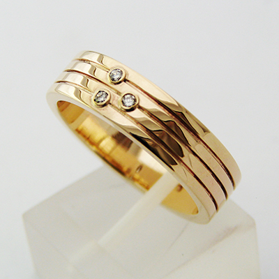18ct Wedding Band 3 diamonds 3 lines.jpg