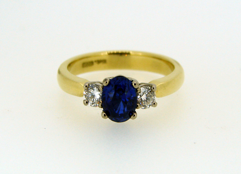 Saphire and Diamond 18ct Yellow gold ring.jpg