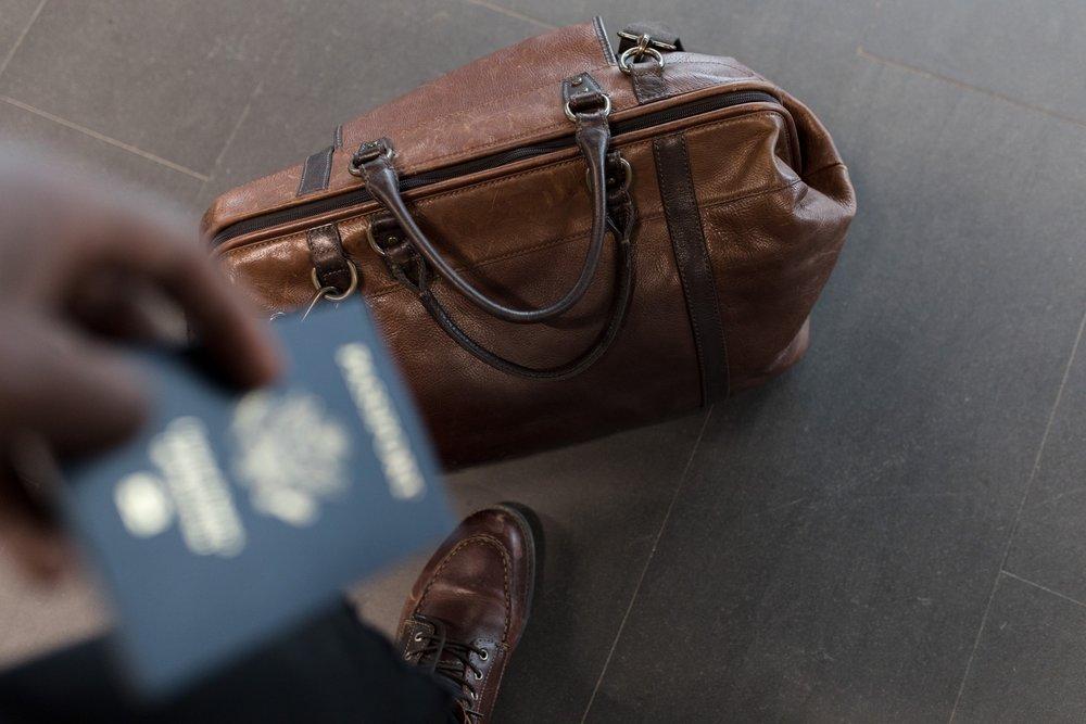 bag-briefcase-business-1058959.jpg