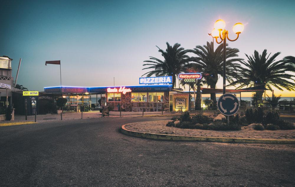 Praia da Oura bar.JPG