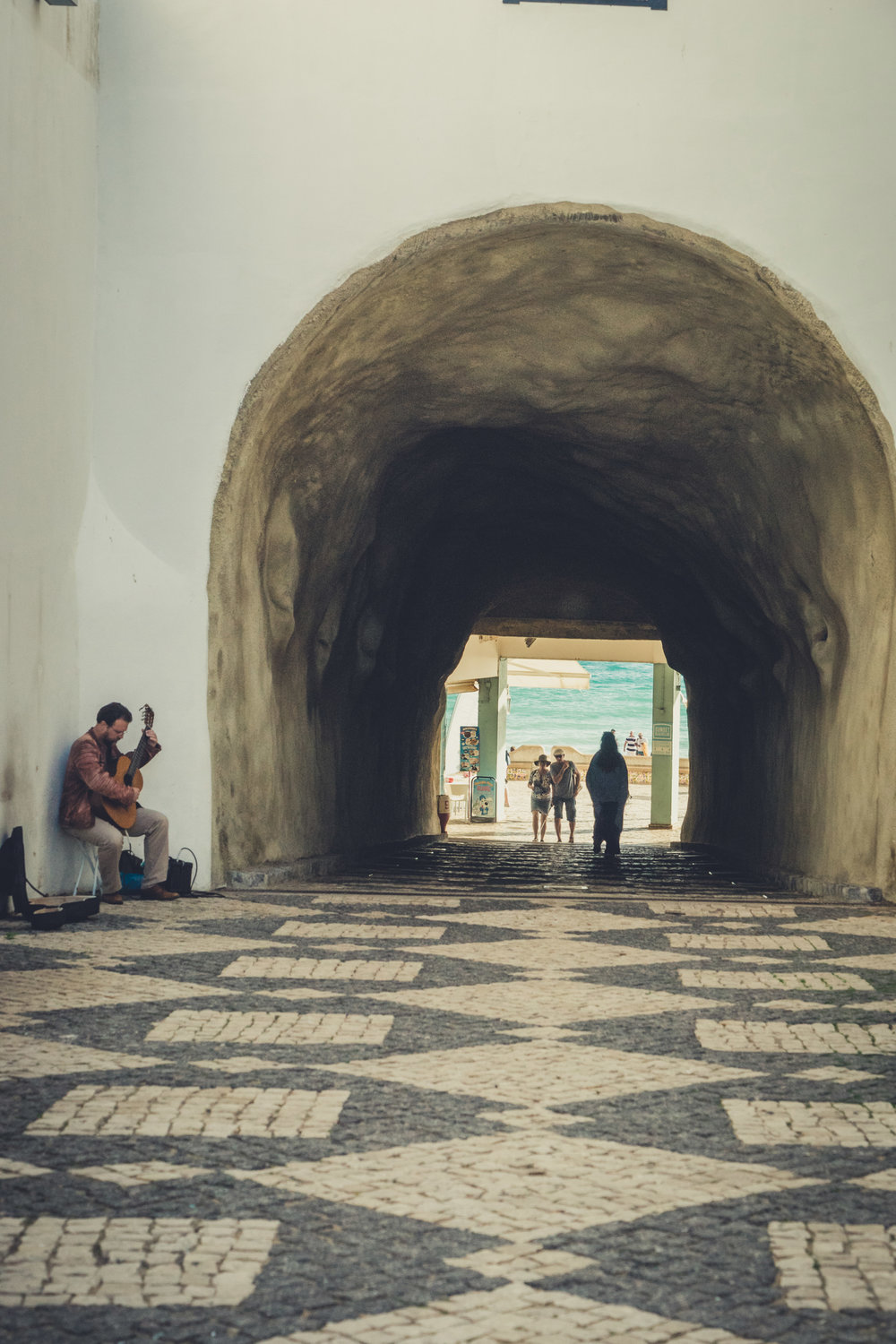 Street preforming in albufeira. the arch to the beach..jpg