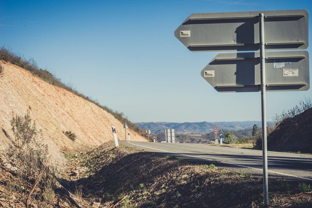monchique portugal. monchique hills. monchique driving. road signs in monchique..jpg