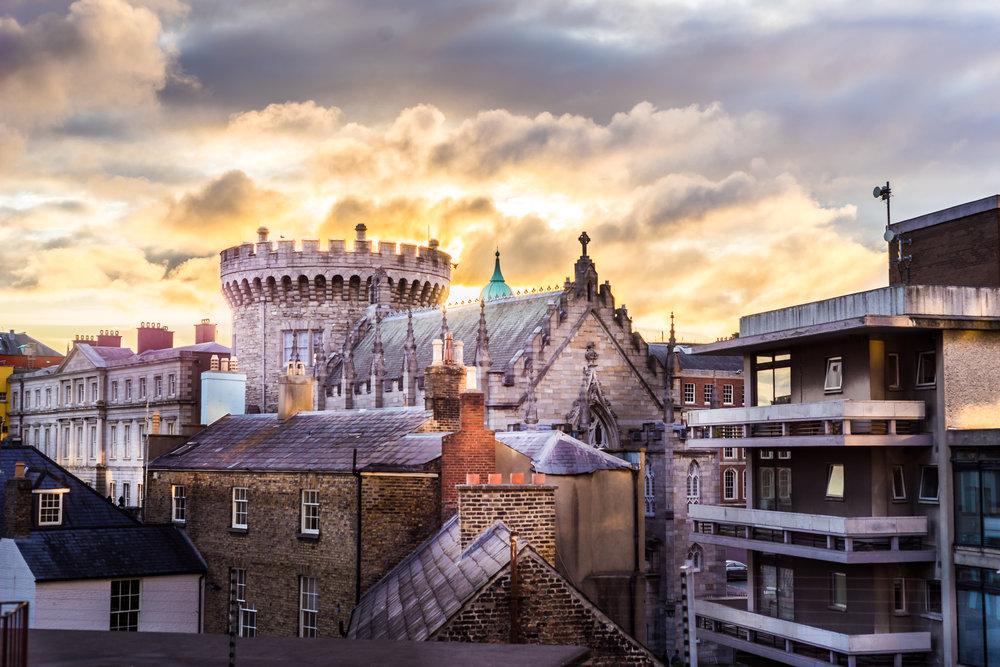 Dublin. Dublin city. street photography. ireland. travel. travel photography. photowalk. walking. people. street. art. on the street. fire sunset. sunset. dublin castle.jpg