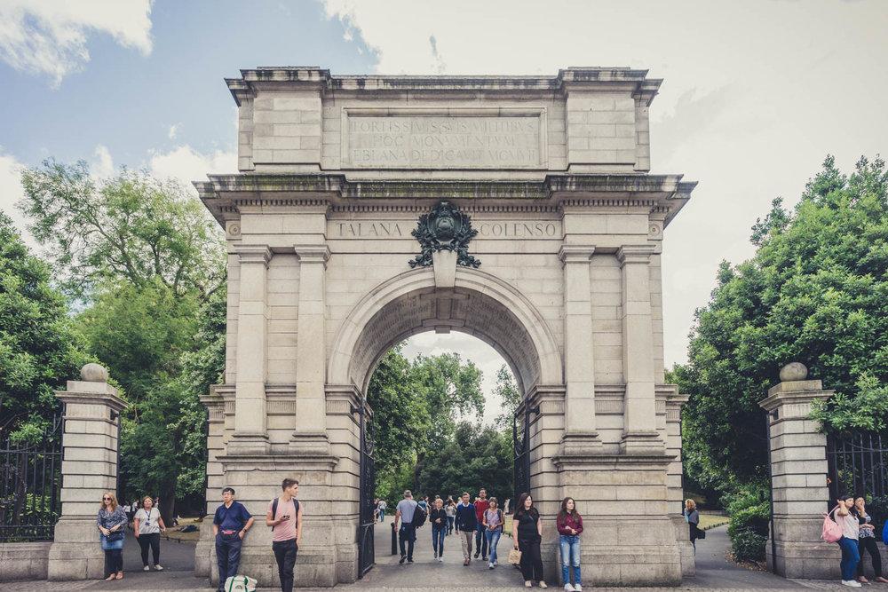 Dublin ally. Dublin. Dublin city. street photography. ireland. travel. travel photography. photowalk. walking. people. street. art.  stephen green park....jpg