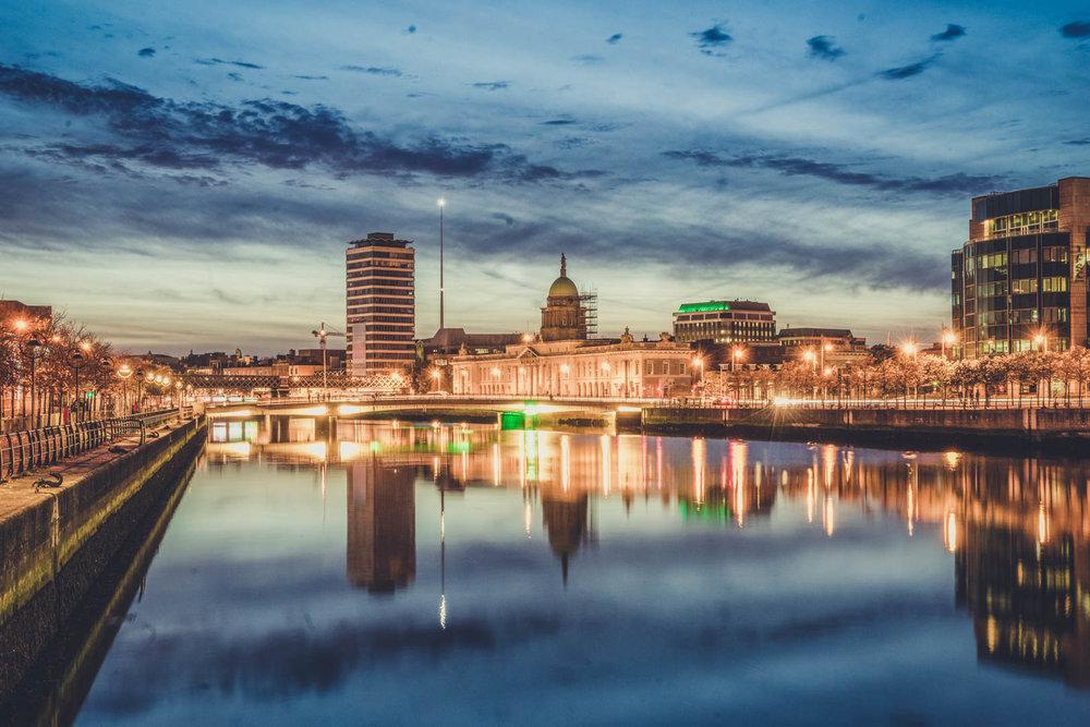 Dublin. Dublin city. street photography. ireland. travel. travel photography. photowalk. walking. people. street. art. on the street. custom house.jpg